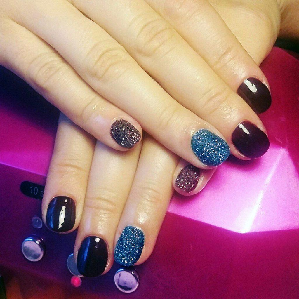 Ногти бордо с блестками