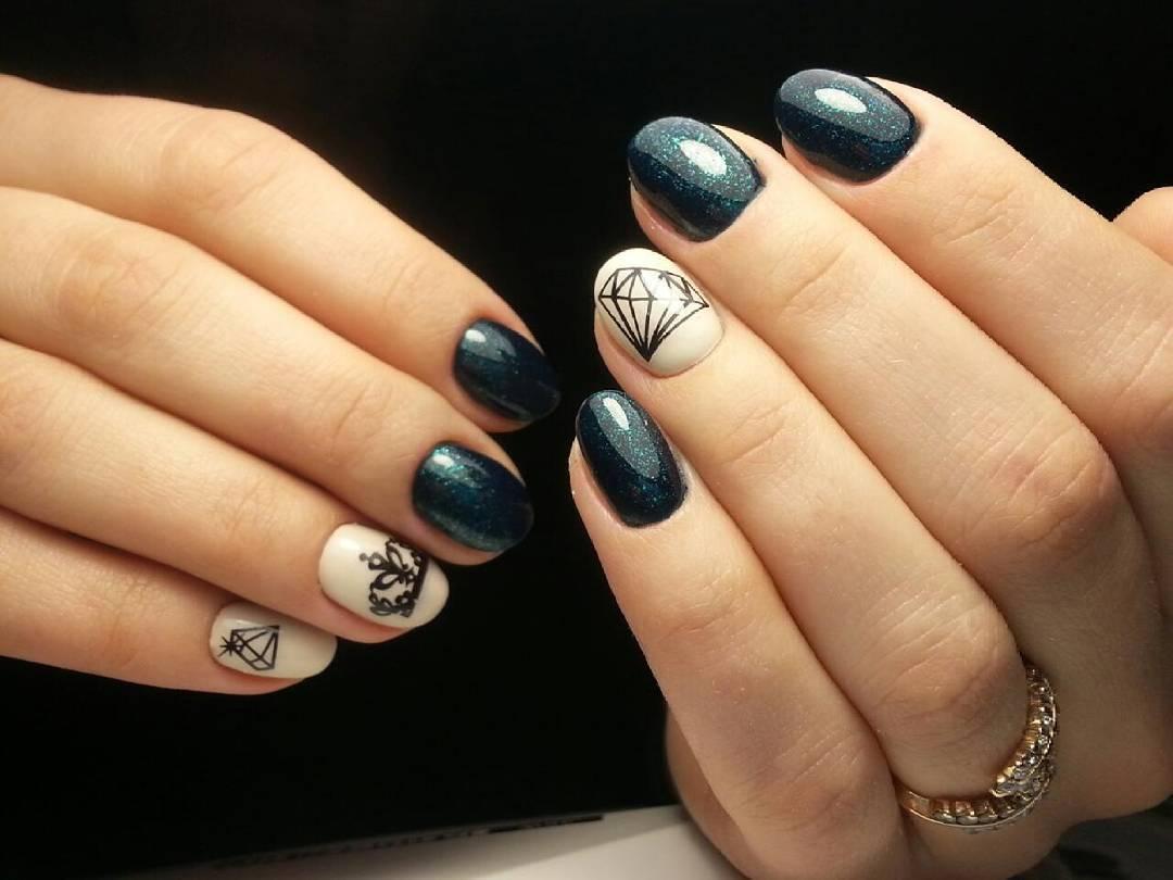 фото маникюра на ногтях корона девушками стояло