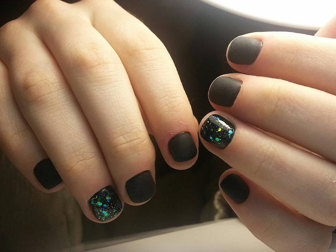 Идея красивого маникюра на короткие ногти