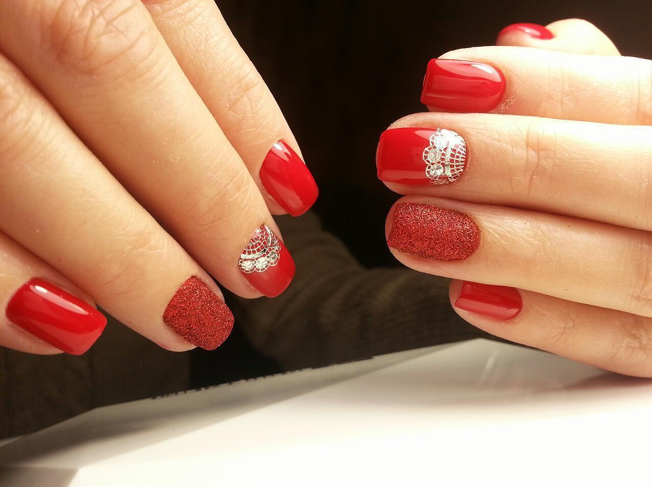Сахарные ногтики красного цвета