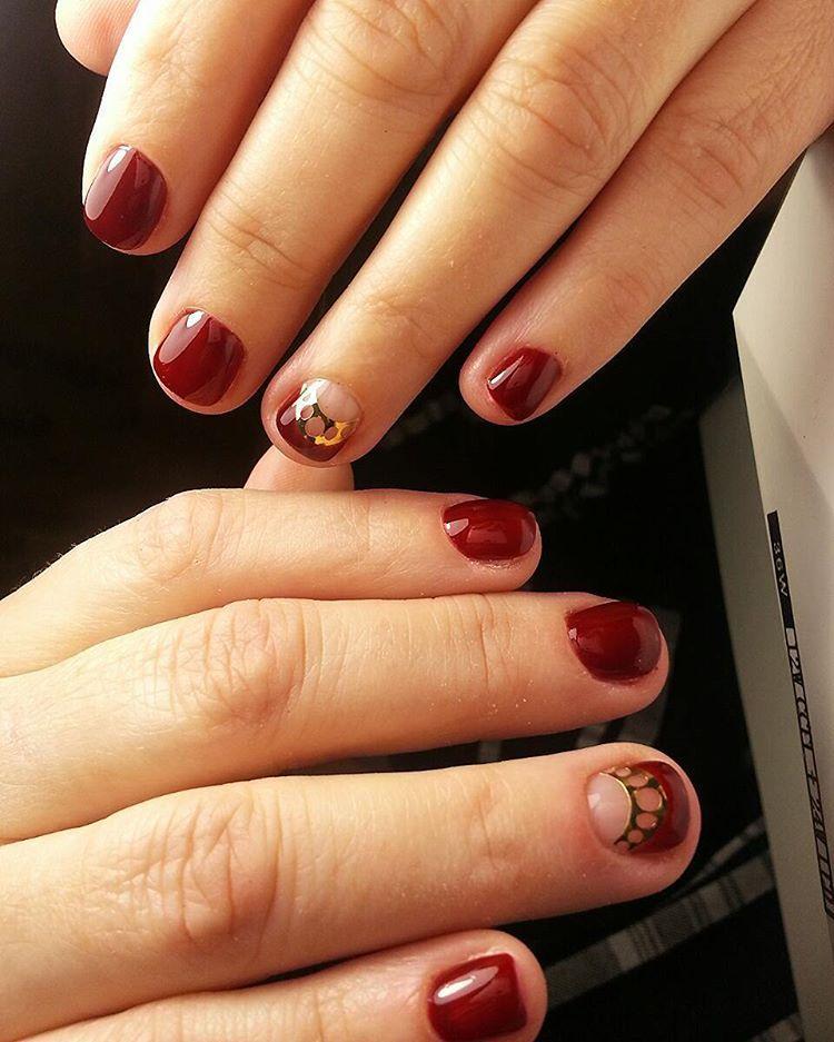 Бордовые короткие ногти