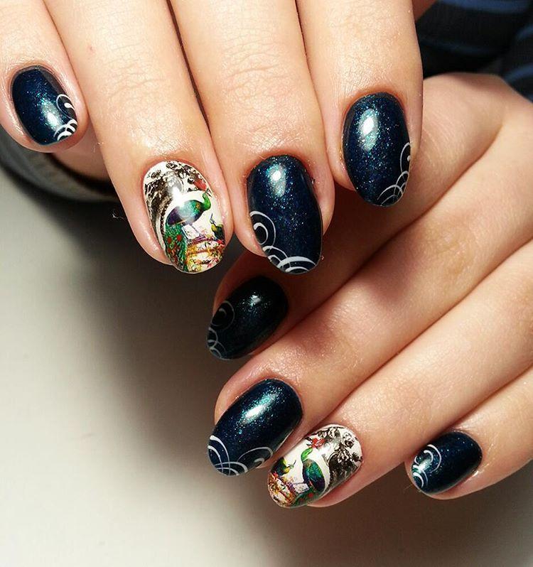 Изящные круглые ногти со слайдер-дизайном