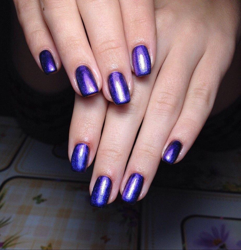 Роскошные ногти синего цвета с блестками