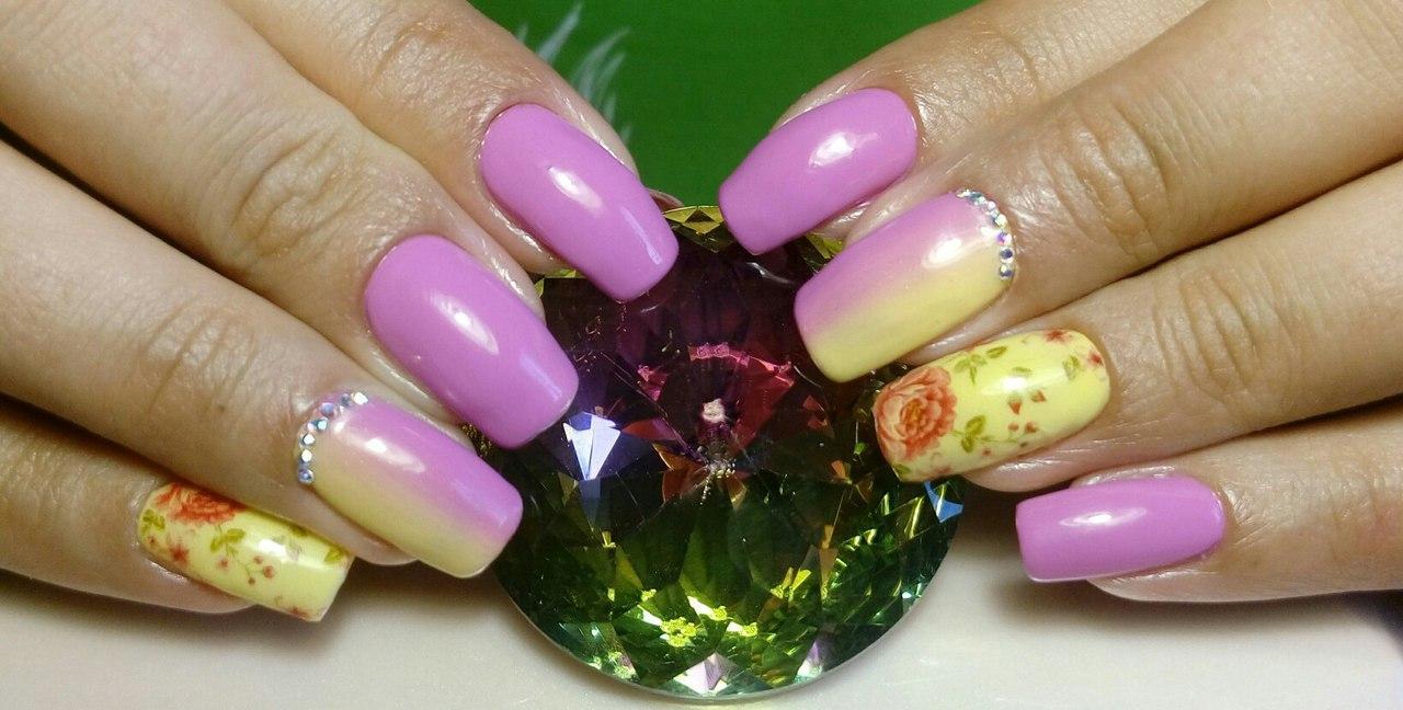 Жёлто-розовый омбре с цветами