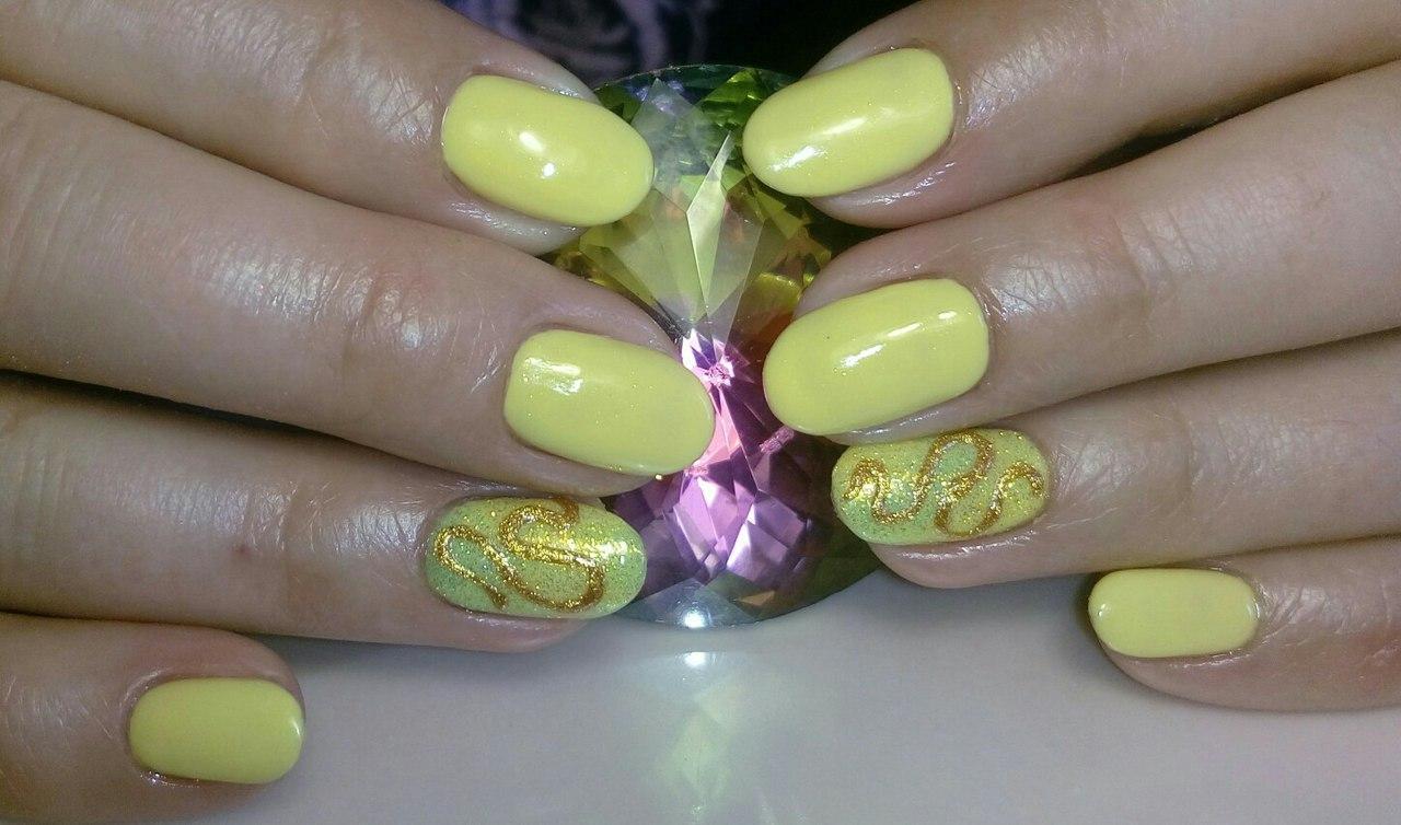 Необычные завитушки на ногтях с блестками