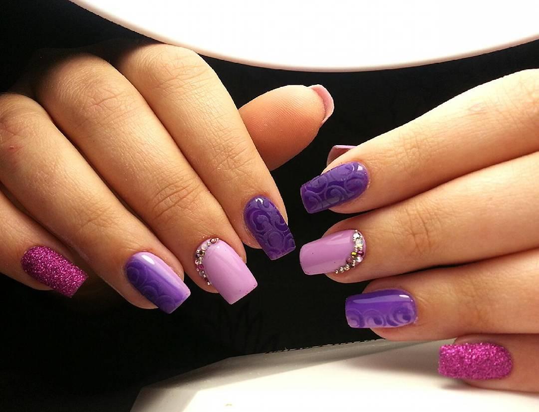 Пурпурный цвет в маникюре 446