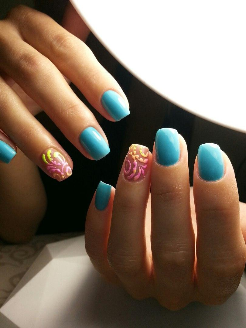 Интересные яркие ногти с акрилом