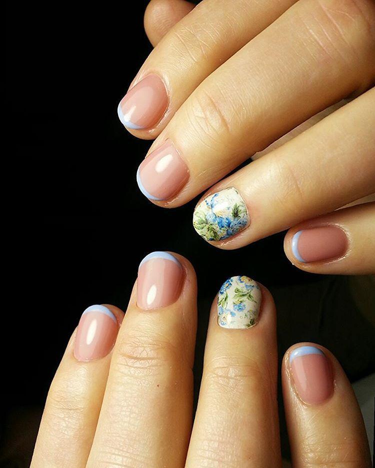 Голубой френч на маленьких ногтях