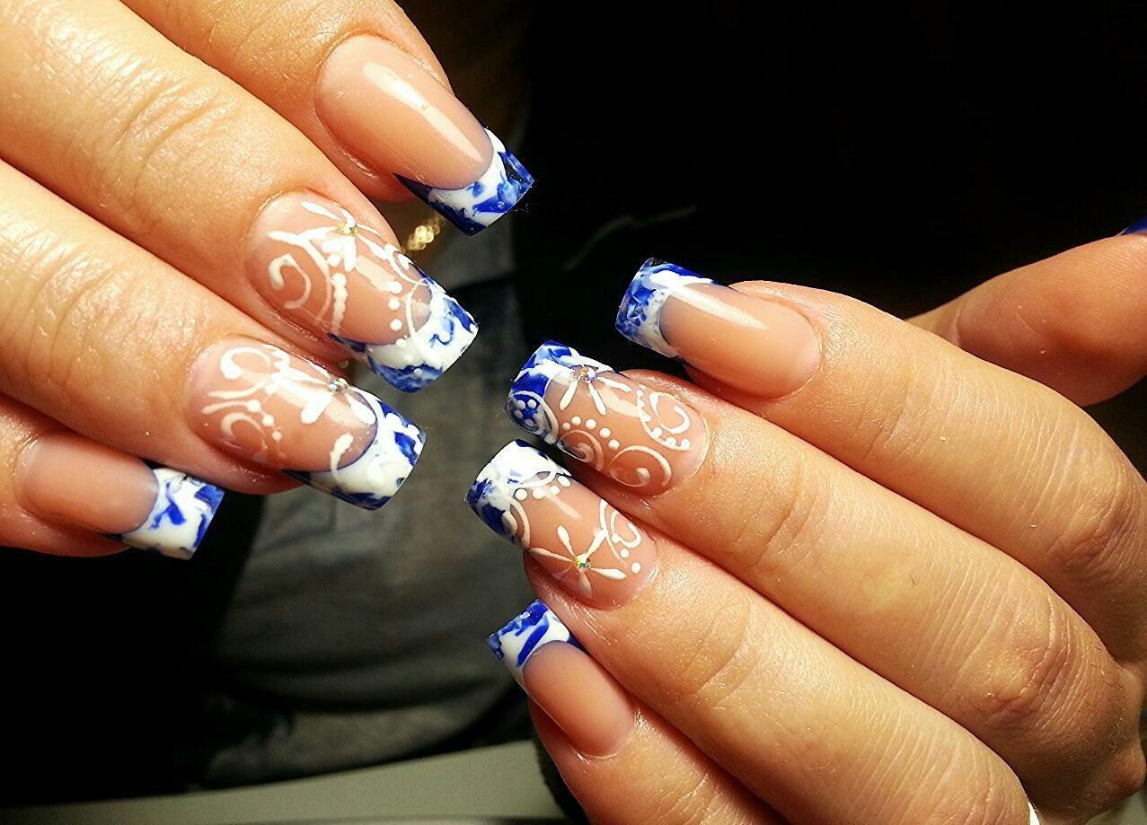 Длинные наращенные ногти с великолепным рисунком
