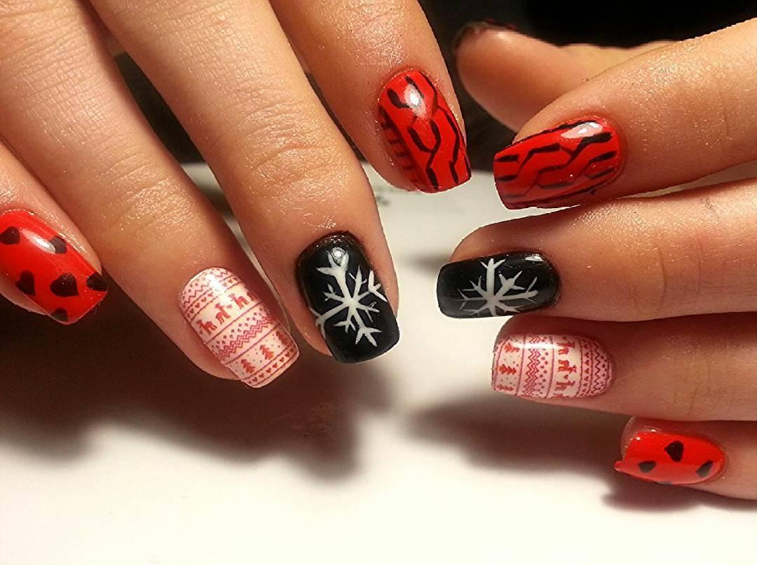 Бесподобные ногти с сердцем и снежинкой