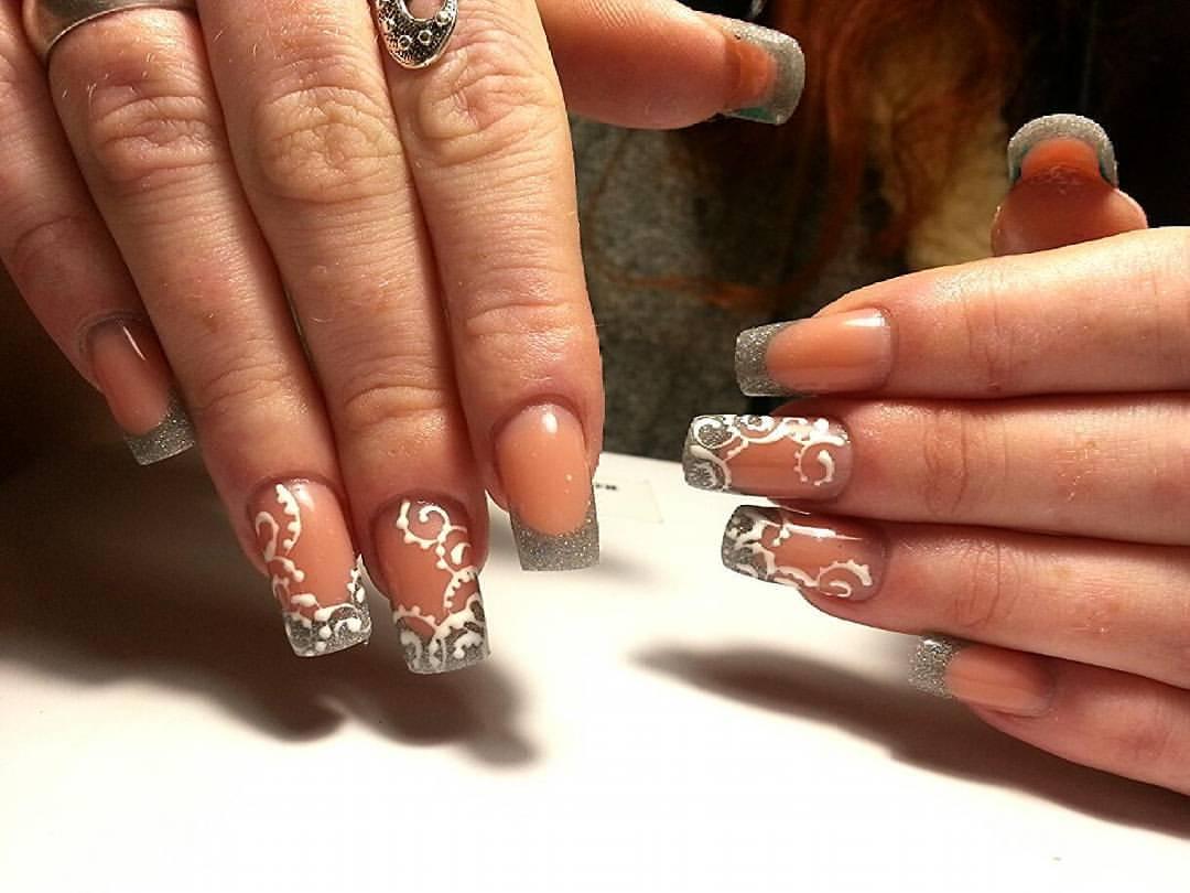 Серый френч с блестками на длинные ногти