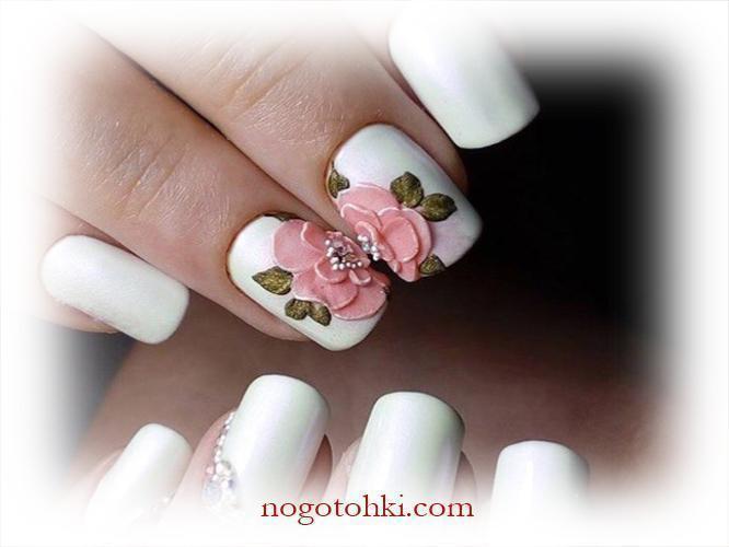 Объемная роза на белых ногтях