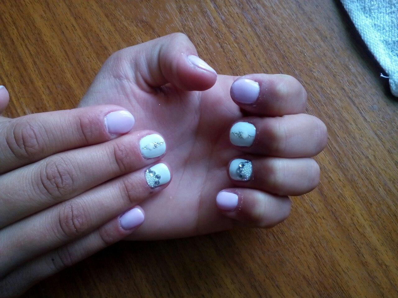 Стразы на короткие ногти