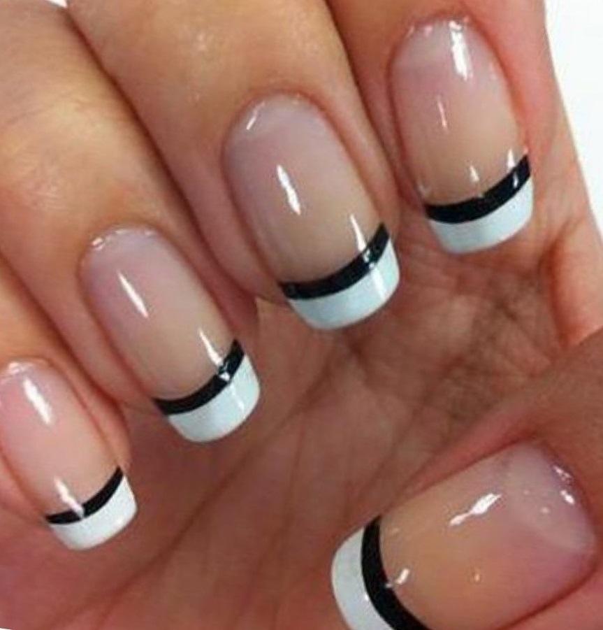 Черно-белый полосатый френч на средние ногти