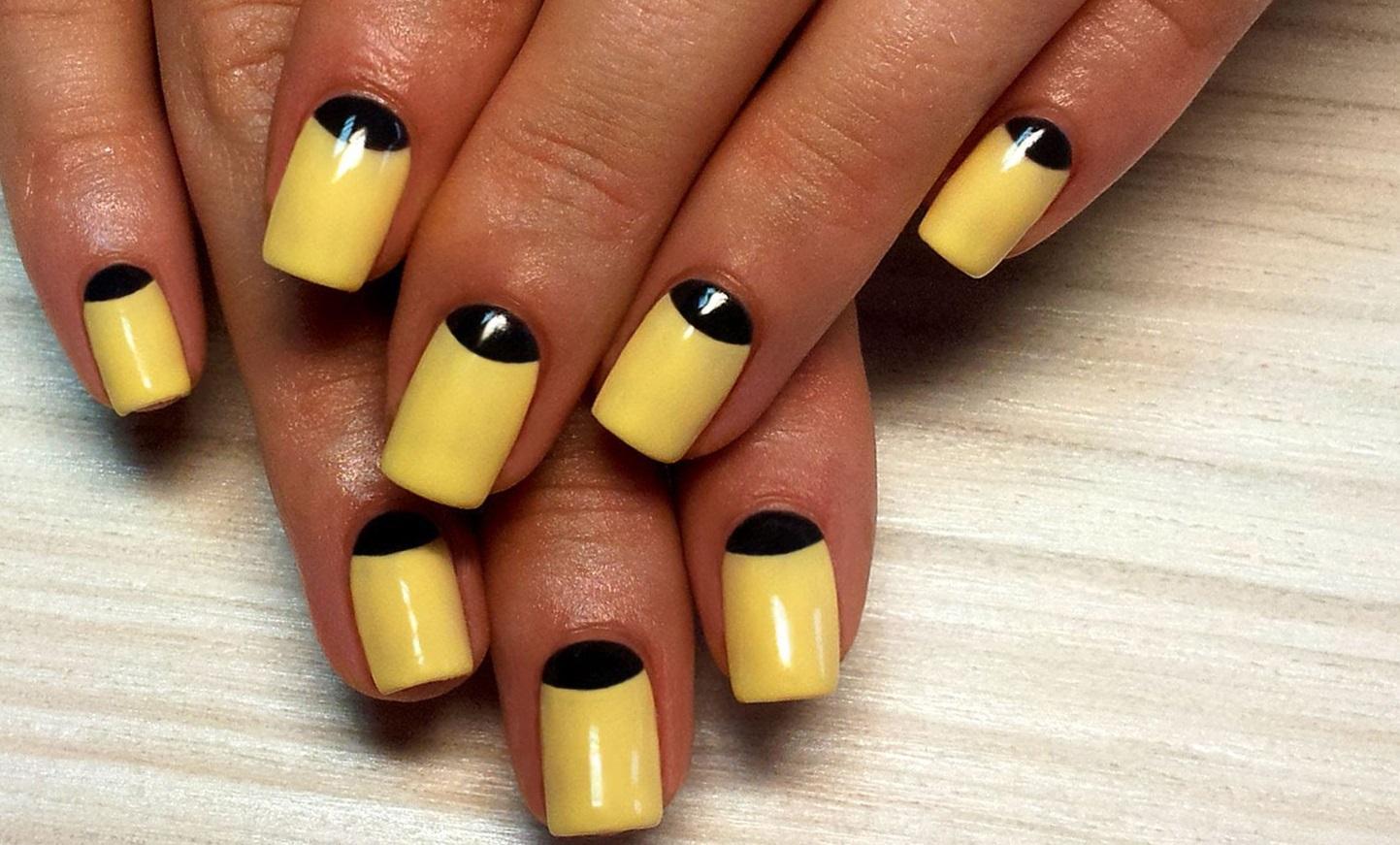 Черные «улыбки» для желтых ногтей