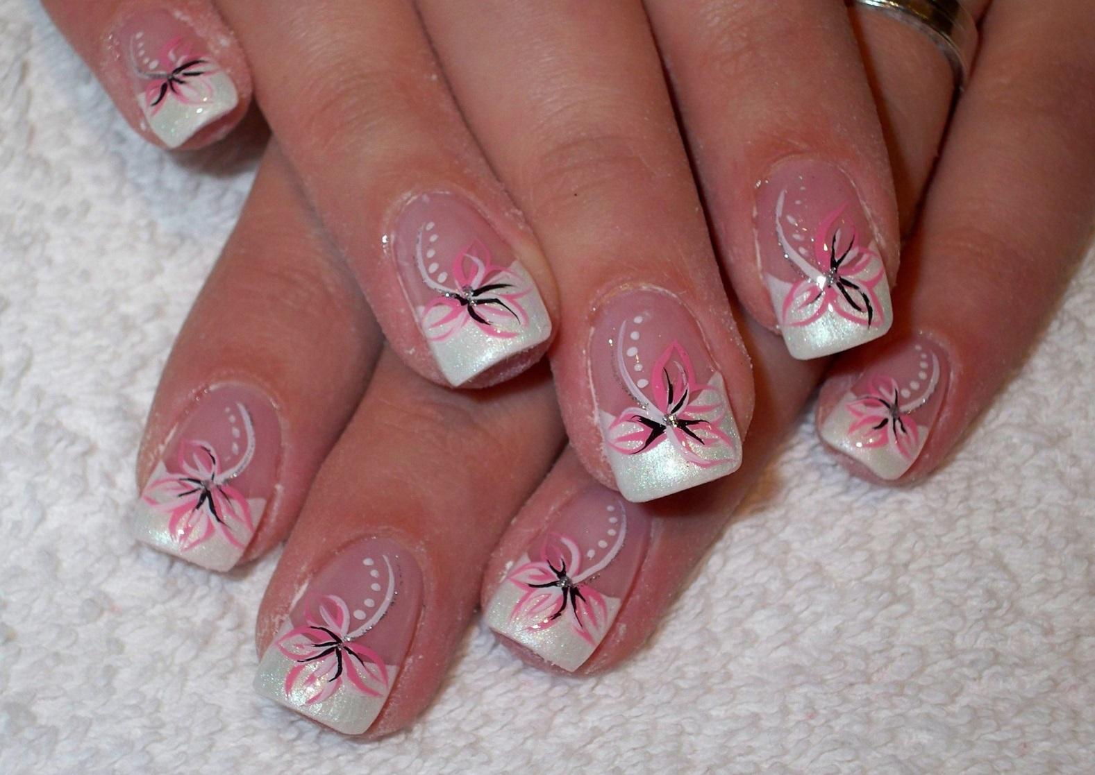 Цветочный весенний френч на длинные ногти