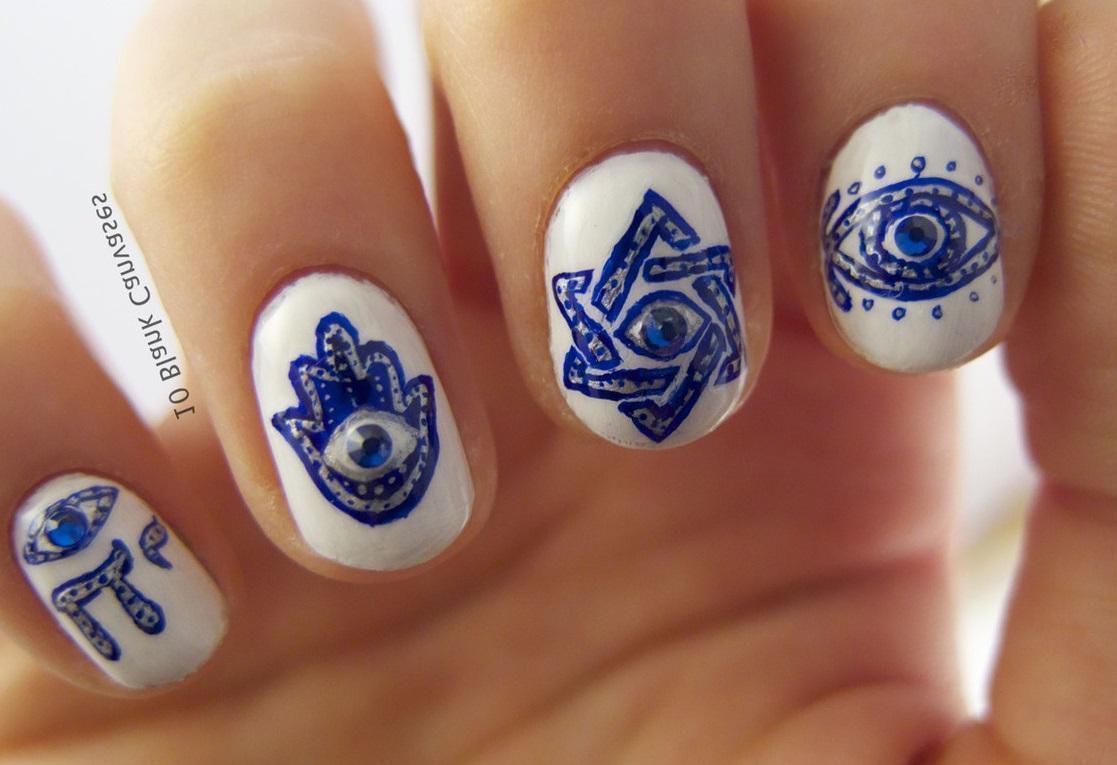 Синий египетский маникюр