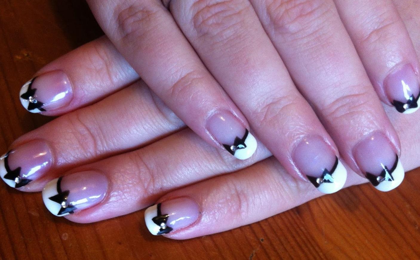 Френч с бантиками на средние ногти