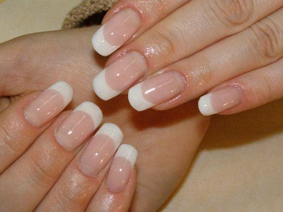 Аккуратный свадебный френч на длинные ногтики