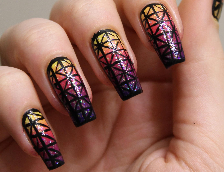 Геометрические узоры и омбре для длинных ногтей