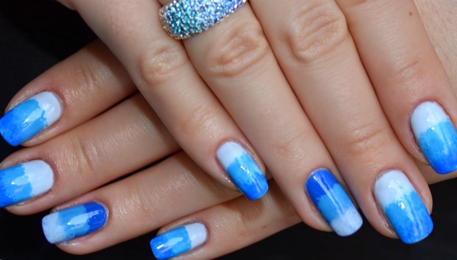 Нежно-голубой градиент на длинные ногти