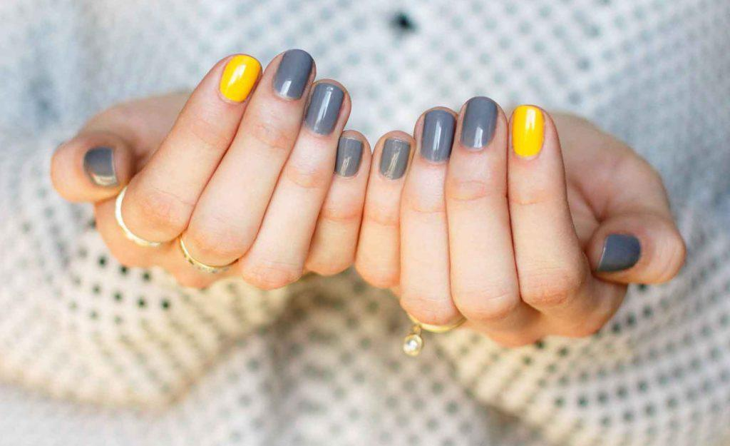 grey-and-yellow-nails-1