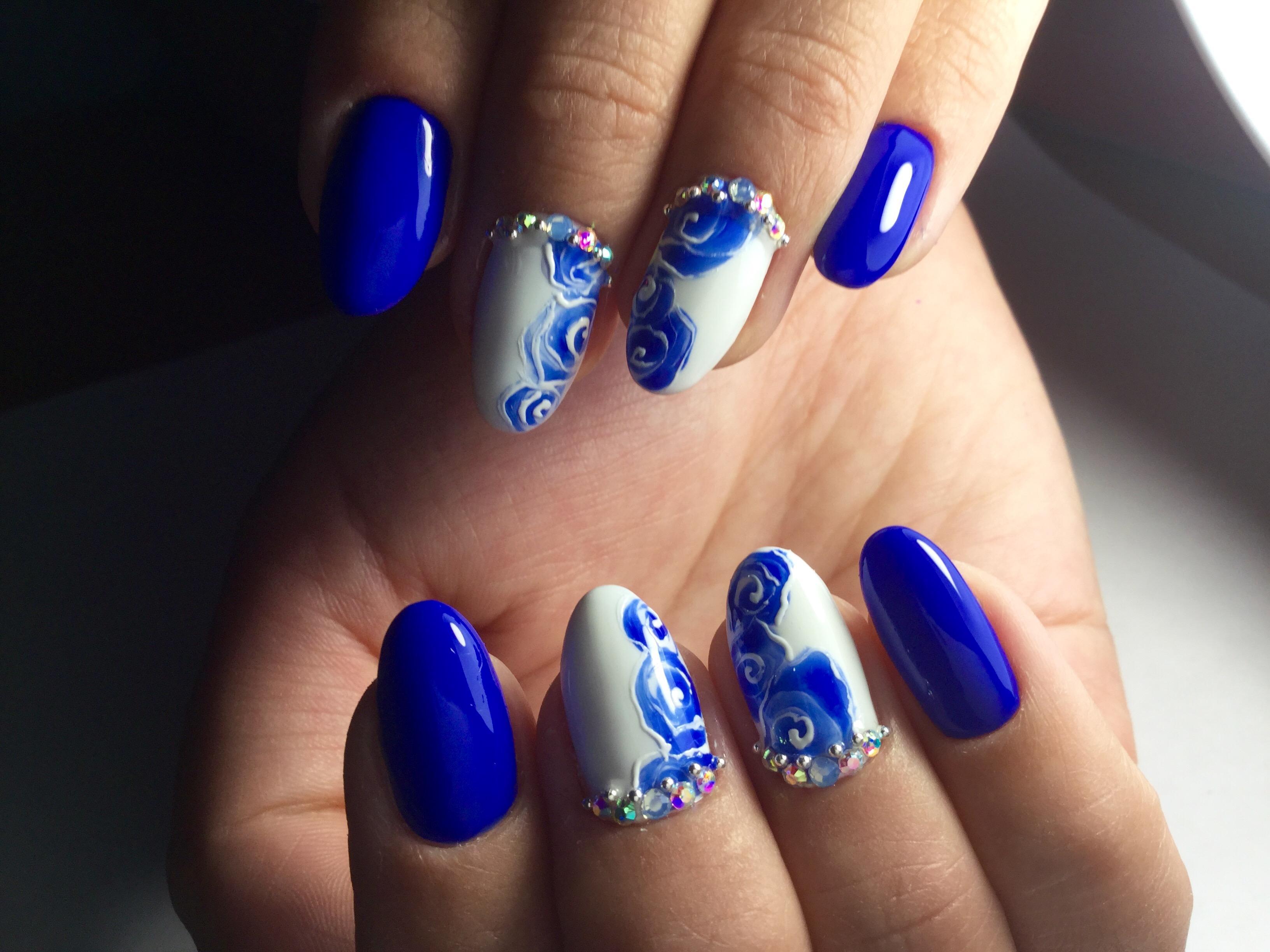 Синие розы в стиле «гжель»