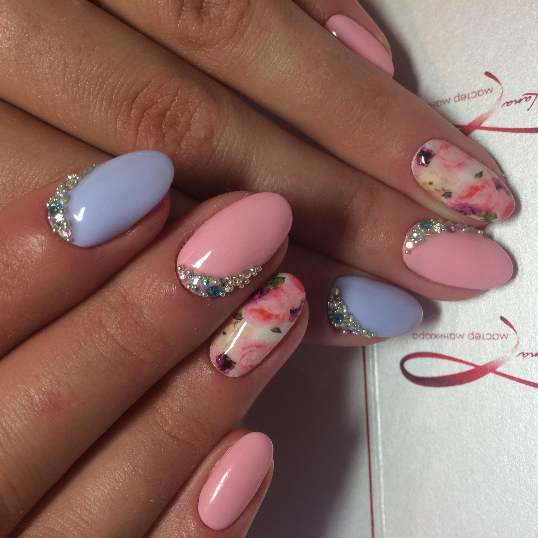 Розово-голубой весенний маникюр