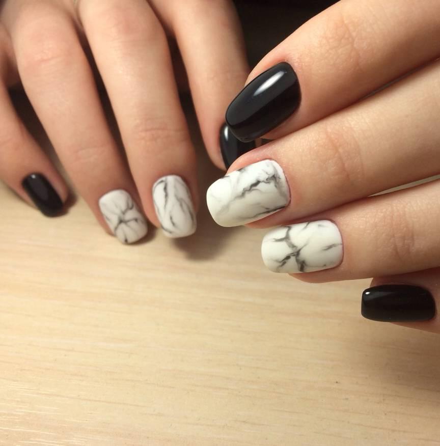 Черно-белый мрамор в маникюре