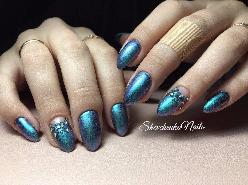 Синий «хамелеон» на длинные ногти