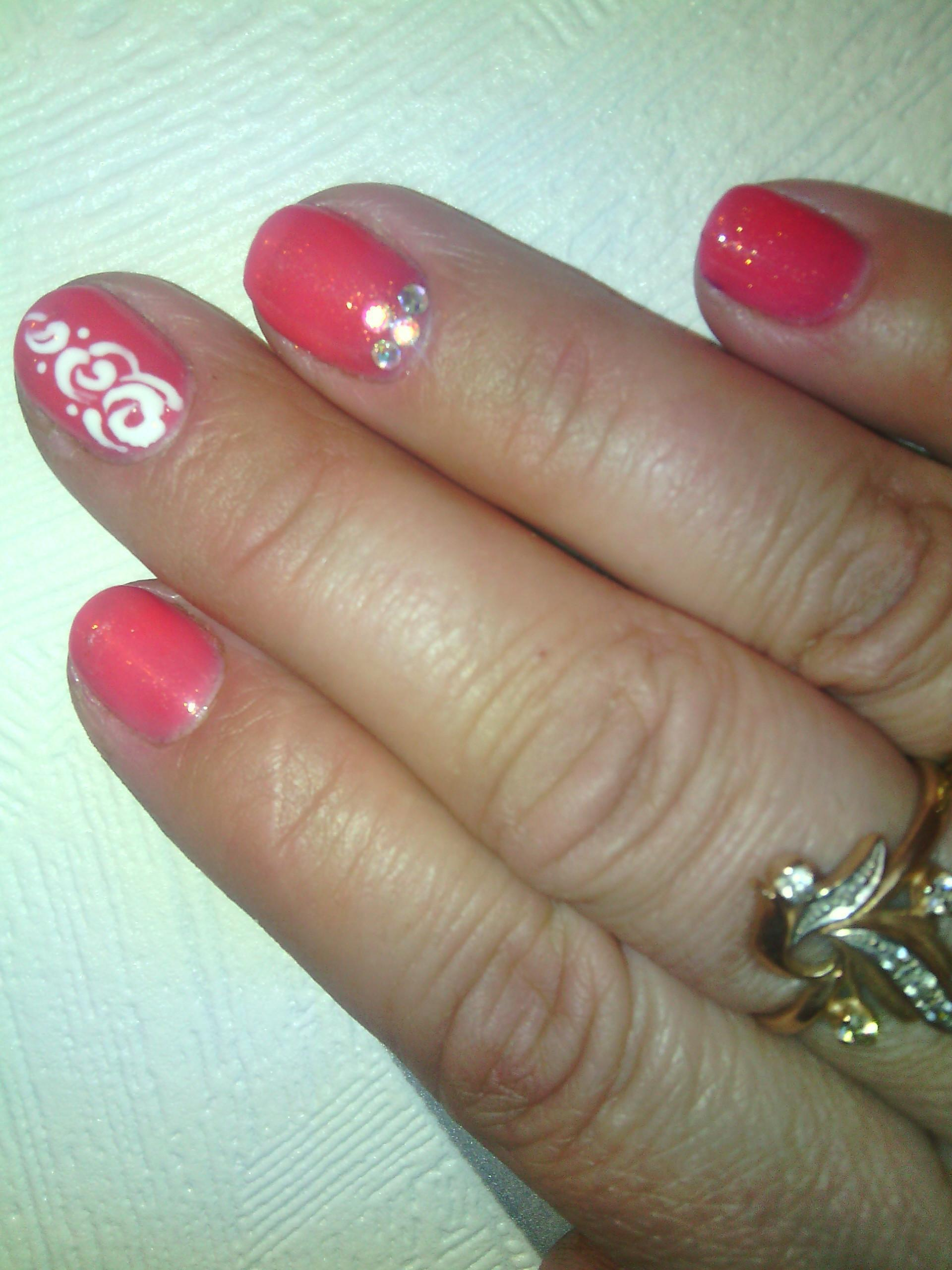 Узорчатый стемпинг на розовых ногтях