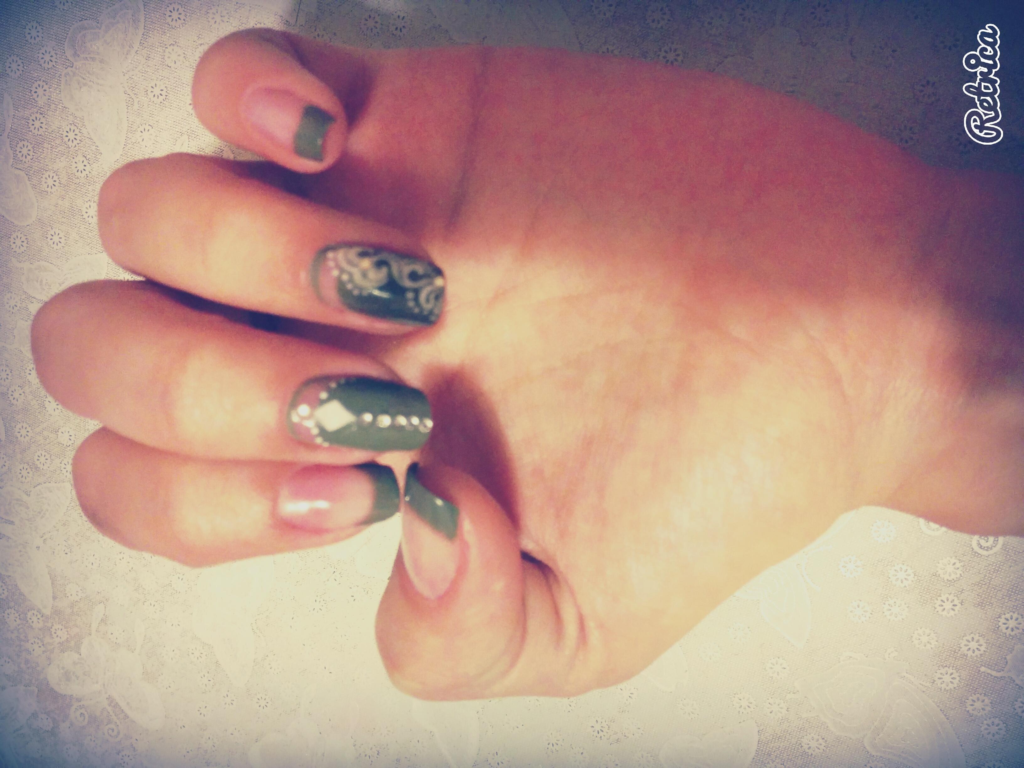 Эксперименты с зеленым френчем на длинных ногтях