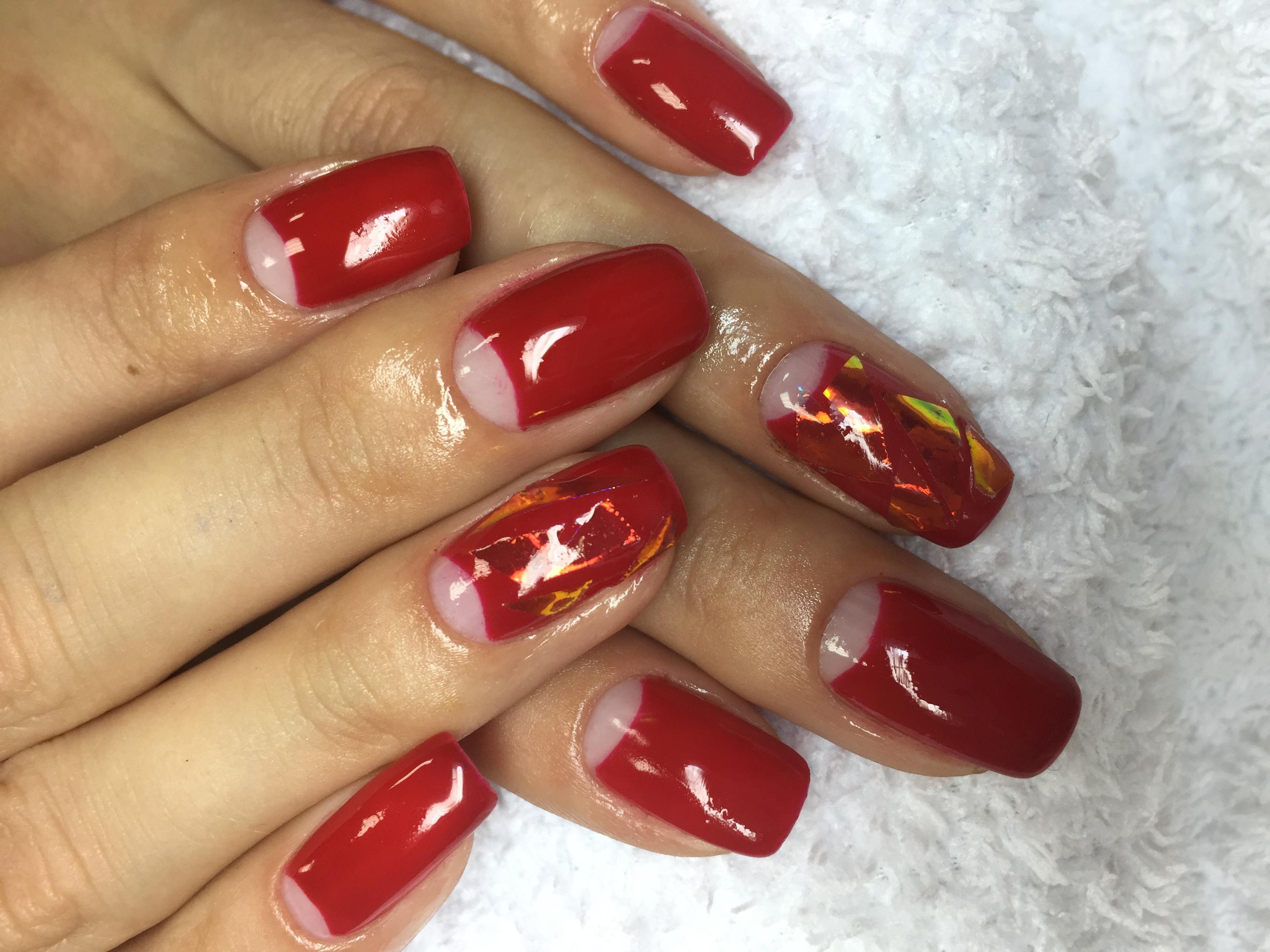 Битое стекло и лунный френч в красном цвете