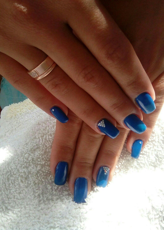 Синие великолепие со стразами на ногтях