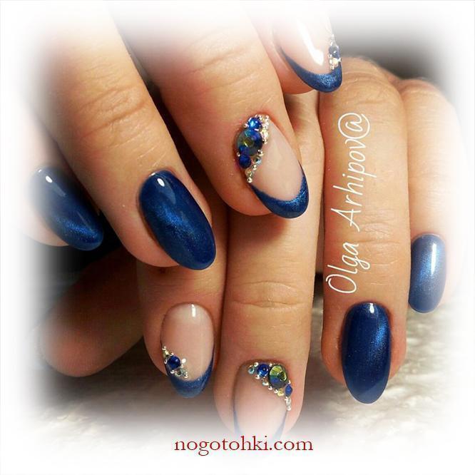 Френч и магнитный маникюр в синем цвете