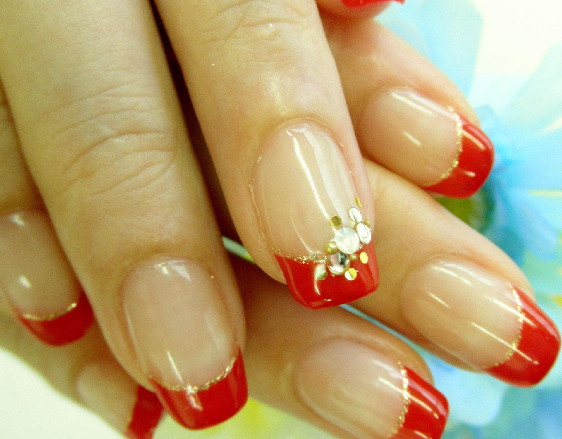 Красный френч с золотой окантовкой