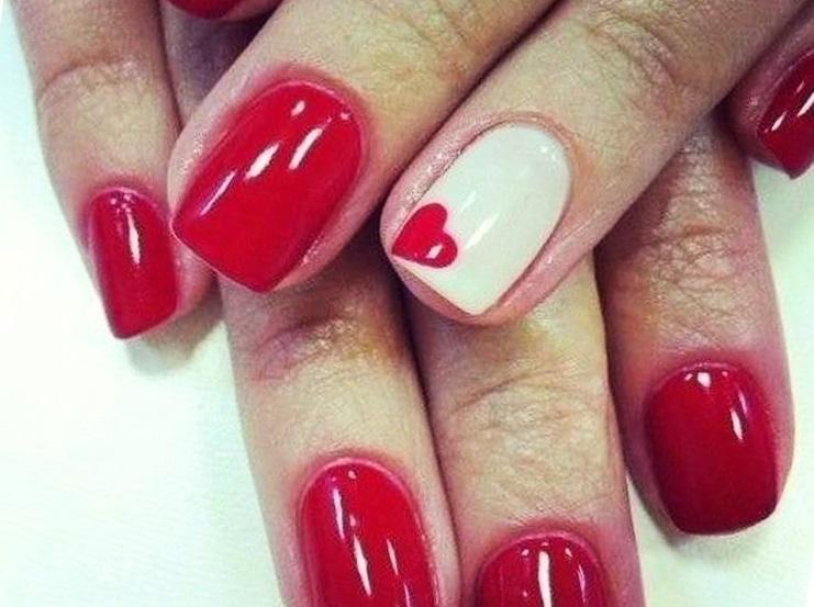 Ярко-красный маникюр на День влюбленных