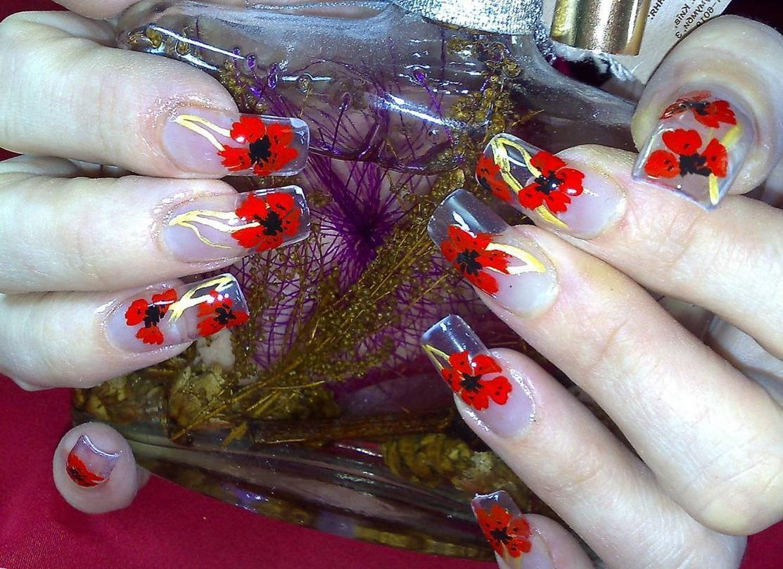 Маки на наращенных ногтях
