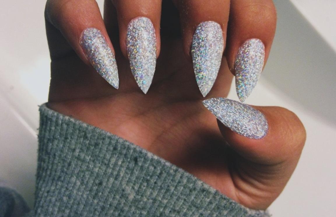Эффектный наращенные ногти для Нового года