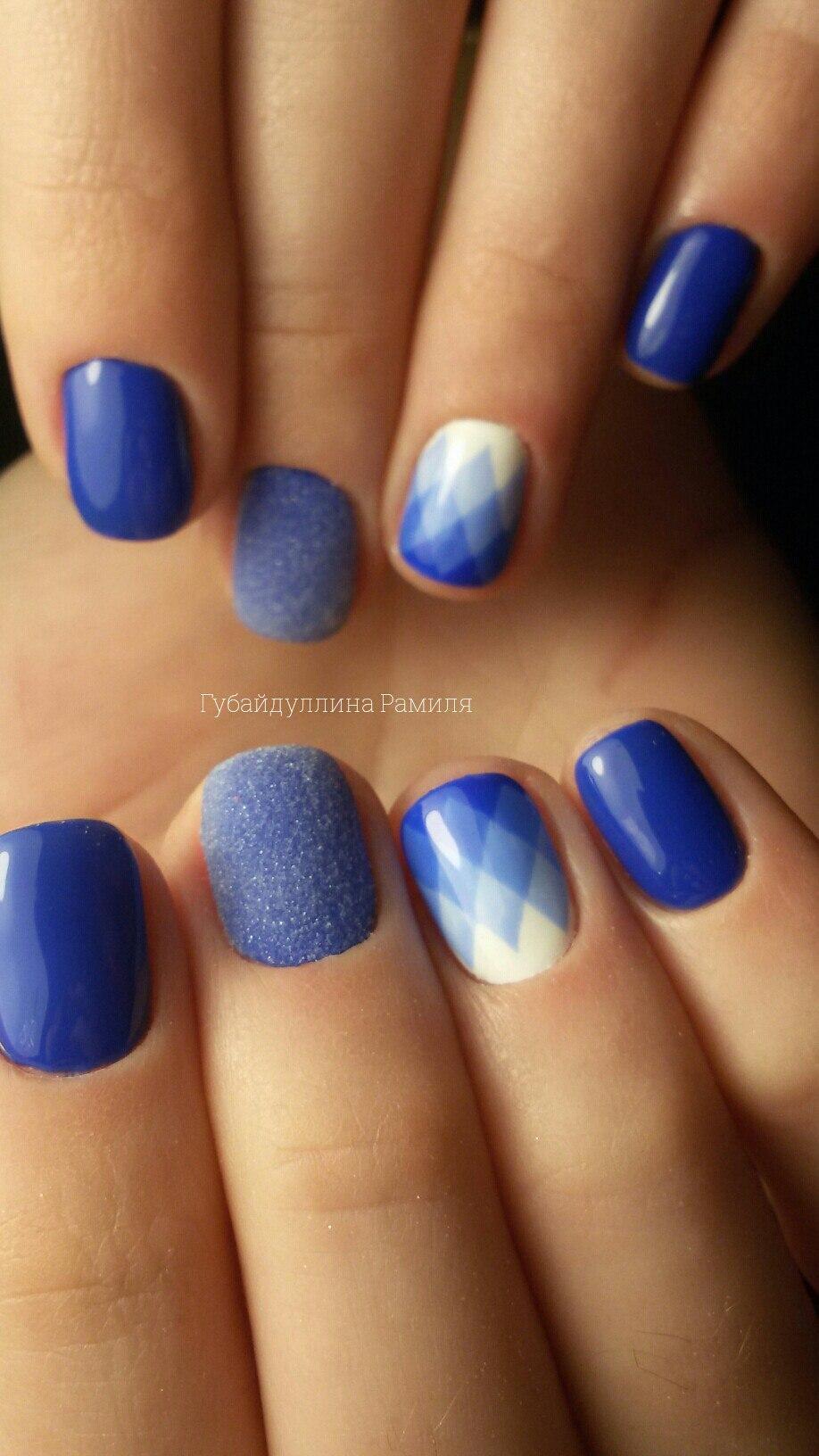 Синее разнообразие для коротких ногтей
