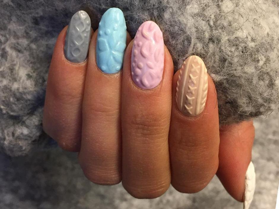 Цветные ногти с вязаными узорами