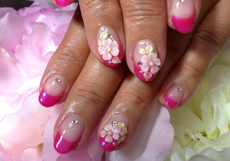 Лепка на ногтях с розовым френчем