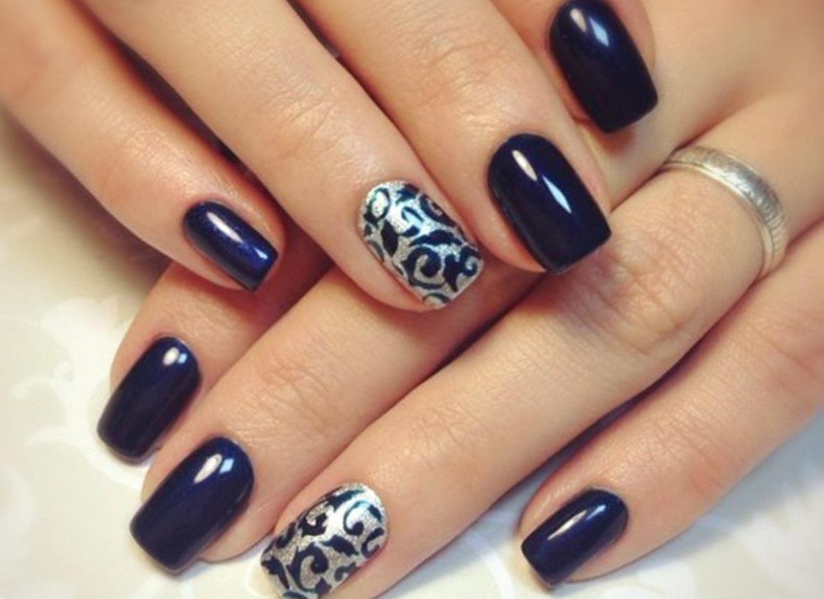 Серебряный стемпинг для синих ногтей