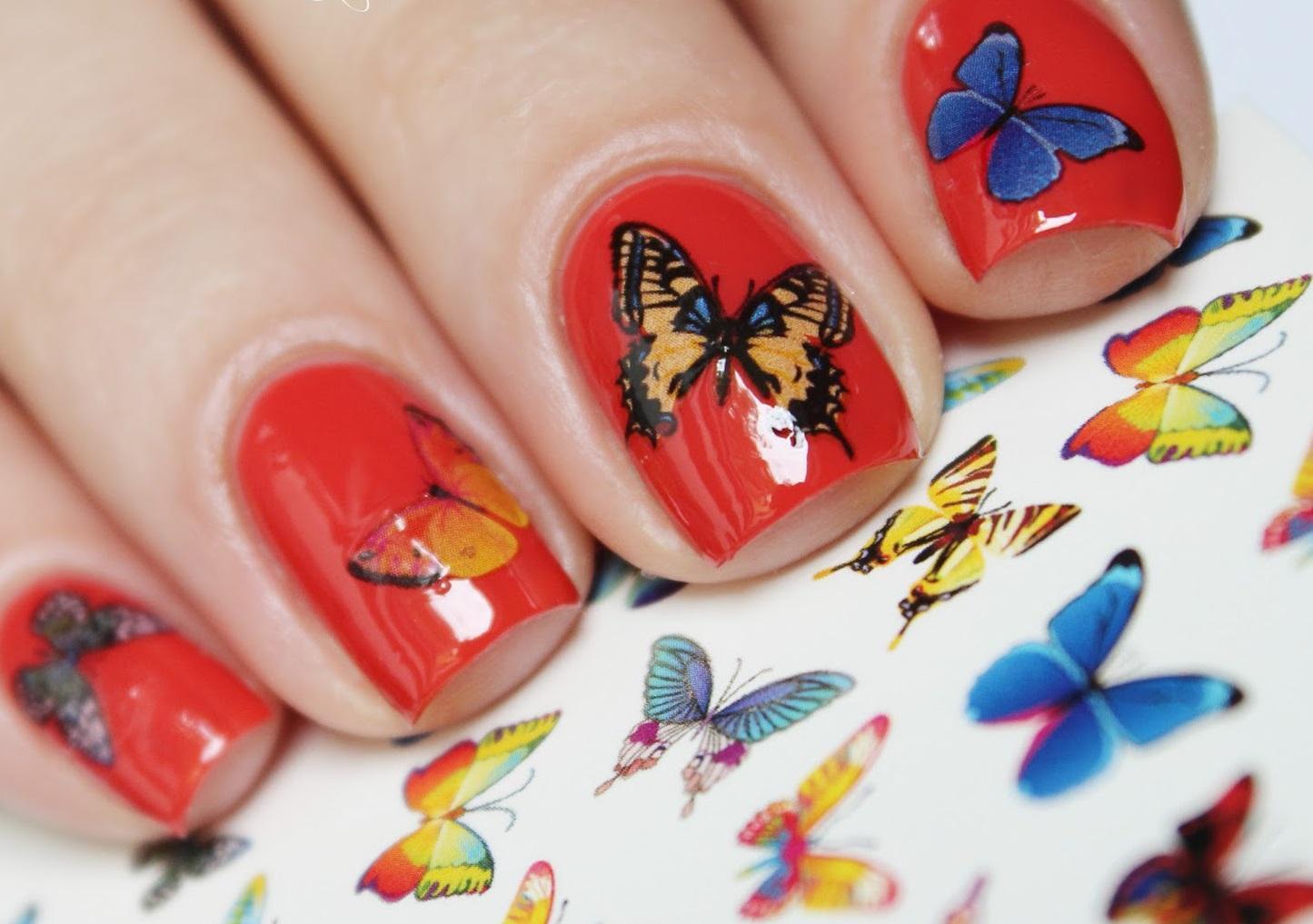 Слайдер-бабочки в красном маникюре