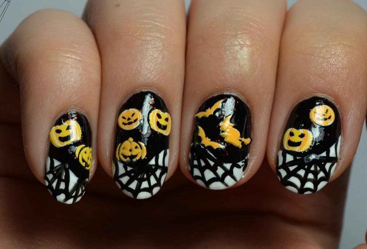 Пауки и тыквы в Хэллоуин-маникюре