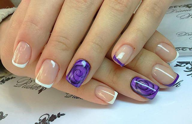 Фиолетовые розы в маникюре с френчем