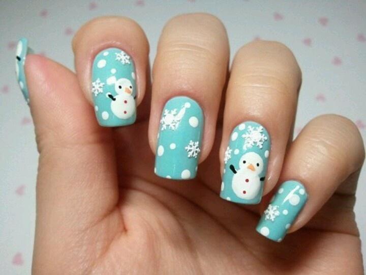 Классный снеговик на голубых ногтях