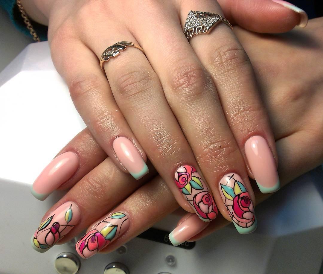 Изящные розы на длинных ногтях