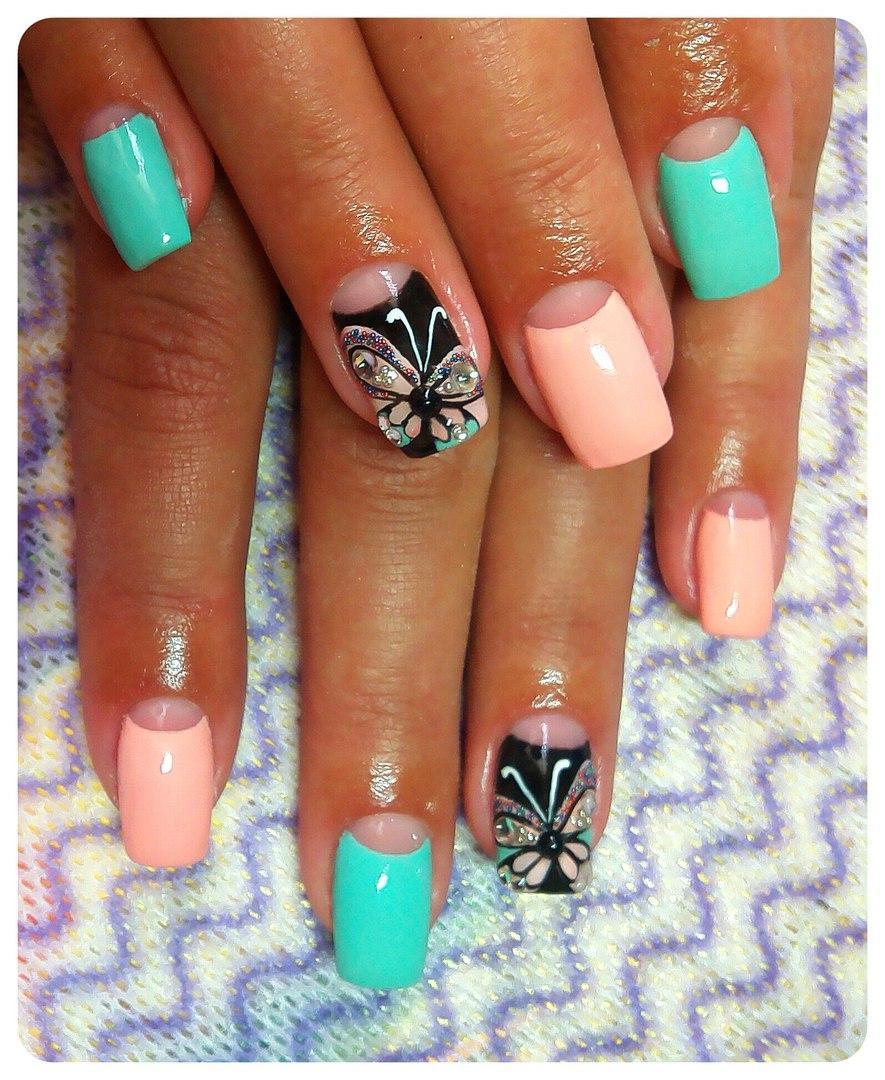 Лунные ногти с бабочкой