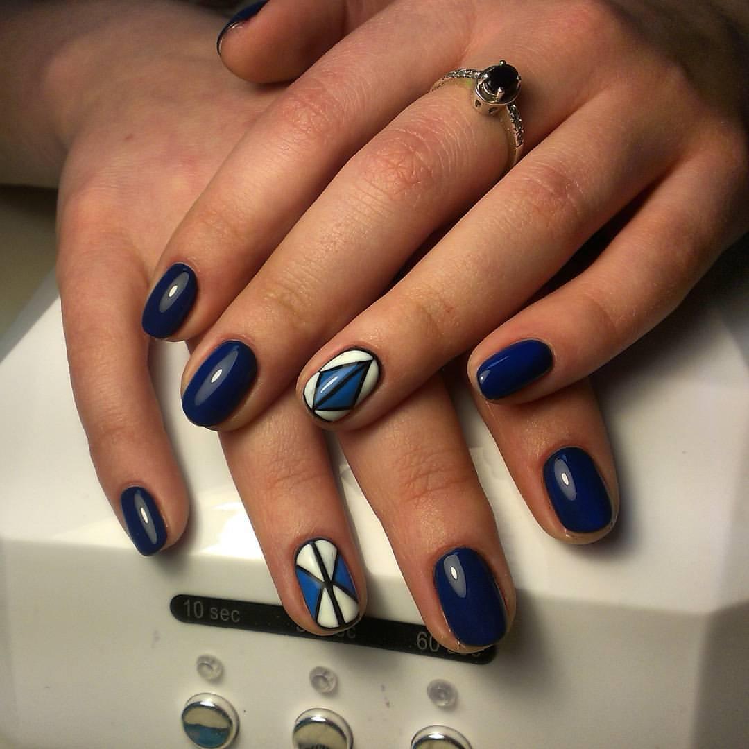 Дивные темно-синие ногти